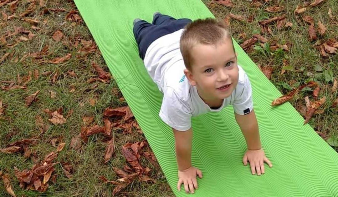 A boldog gyerek titka és sikere a gravitációban rejlik